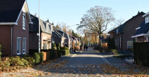 Herfstig straatje in oude woonwijk in Doetinchem
